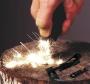 Огниво для розжига костра в пластиковом корпусе с сигнальным свистком 2 в 1